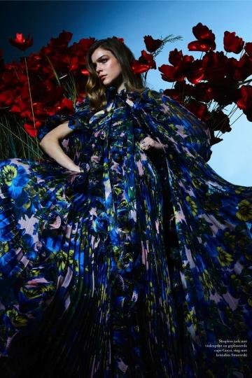 Kim Noorda for Dutch Harpers Bazaar June 2017, photographer Tim Verhallen, stylist Roel Schagen, hair and make-up Magdalena Loza