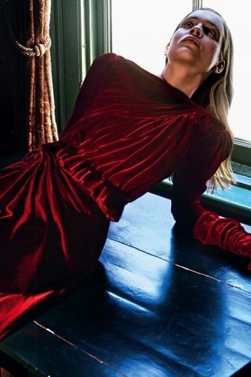 An elegant Kim Noorda for D La Repubblica November 2018, Photographer Philip Riches, Stylist  Carlo Pregnolato, Hair Lydia Lelou, Make-up Pernell Kusmus