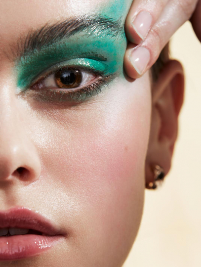 Beauty Liselotte Clearhoudt stars in Elle for Chanel, Photographer Nicky Onderwater, Make-up Kathanika Gernant for Chanel beauty, Hair Keanna Williams, Stylist Esther Coppoolse
