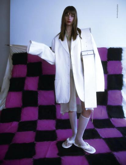 Estella Boersma for Glamcult, Photographer Debora Brune, Stylist Max Katt, Hair Dennis Brandt, Make-up Philipp Verheyen